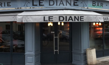Le DIANE à Lamorlaye, Terrasse de café.
