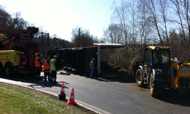 21 mars 2011 : Accident de camion au rond-point du McDonalds de Lamorlaye