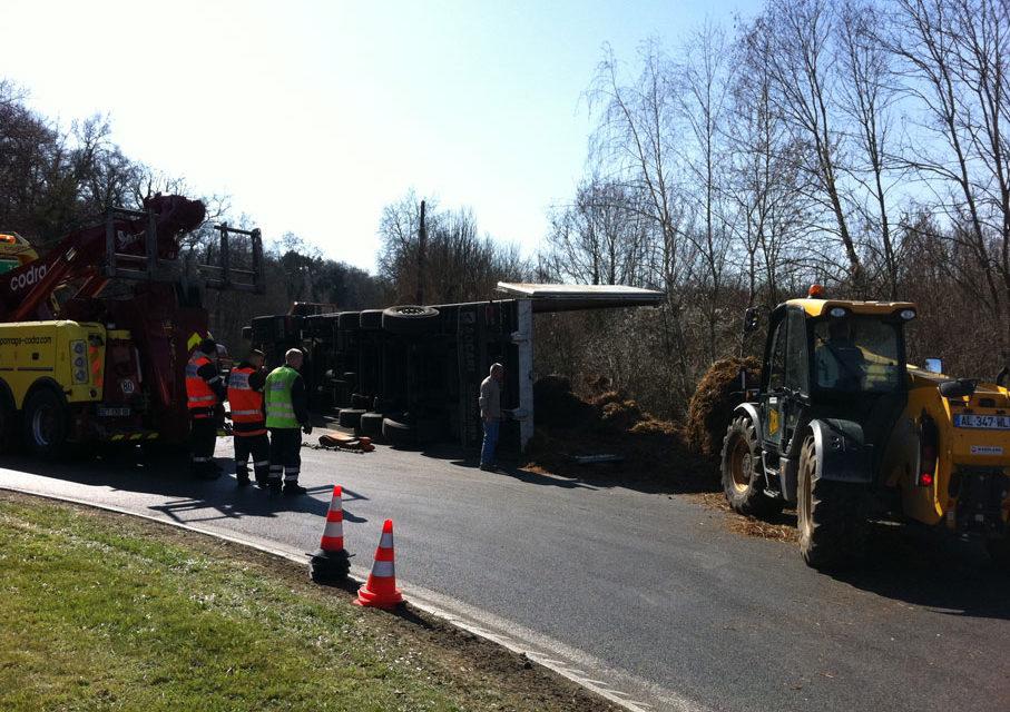21 mars 2011 : Accident de camion au rond-point du McDonalds de Lamorlaye